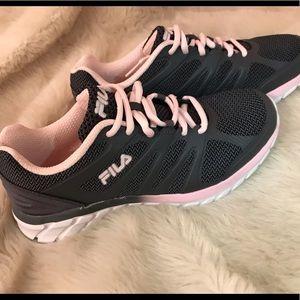Cool Max Memory Foam Fila Sneakers